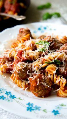 Pasta met polpettes (Italiaanse gehaktballetjes) - Little Spoon - WordPress Website Healthy Cooking, Cooking Recipes, Healthy Recipes, Easy Diner, Comfort Food, Different Recipes, Kids Meals, Good Food, Food And Drink