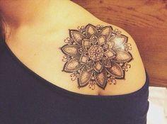 Resultado de imagen para tatuajes de mandalas en el hombro para mujer
