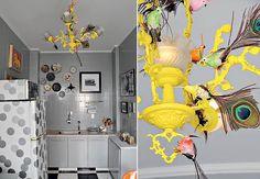 O lustre clássico virou uma obra de arte divertida na cozinha. Na estrutura de bronze pintada com spray amarelo, o arquiteto Cesar Aumart prendeu pássaros de várias cores com penas de pavão, vendidos na rua 25 de Março, em São Paulo
