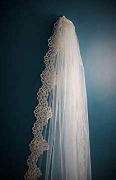 Wedding Veil *Chapel Length*1 Tier*Off white// Ivory*Wide Corded Lace*