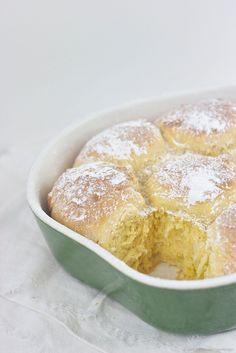 Buchteln mit Vanillesauce frisch aus dem Ofen nach einem Rezept von Sweets and Lifestyle