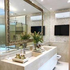 """3,915 curtidas, 40 comentários - MarianeBaptistaMarildaBaptista (@arqmbaptista) no Instagram: """"Mais um ângulo desse banheiro lindo A moldura dourada foi aplicada/colada em cima do espelho!!…"""""""