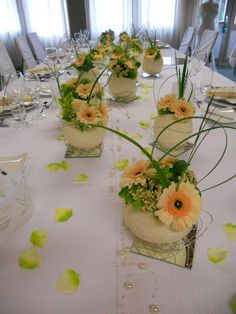 All Details You Need to Know About Home Decoration - Modern Small Flower Arrangements, Table Arrangements, Small Flowers, Small Centerpieces, Wedding Centerpieces, Wedding Decorations, Table Decorations, Diy Wedding Backdrop, Diy Wedding Flowers