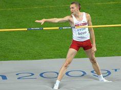 Sylwester Bednarek - urodzony w Łodzi lekkoatleta, specjalizujący się w skoku wzwyż, jest zawodnikiem RKS Łódź, zdobywca brązowego medalu na Mistrzostwach Świata 2009. #sportowelodzkie Running, Sports, Racing, Hs Sports, Keep Running, Sport, Jogging, Lob, Exercise