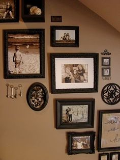 Caros Thrifty Adventures: Picture Frames on staircase wall Picture Wall, Picture Frames, Photo Wall, Stairway Pictures, Staircase Design, Staircase Walls, Basement Staircase, Inspiration Wall, Stairways