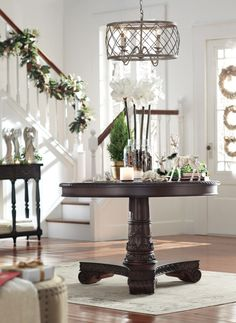 Give your home a festive entrance. #holidays