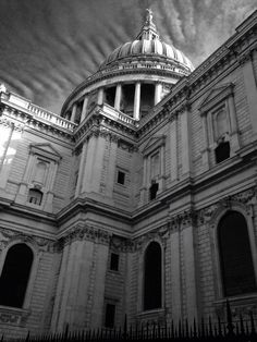 A family trip out to St Pauls Cathedral - London Uk