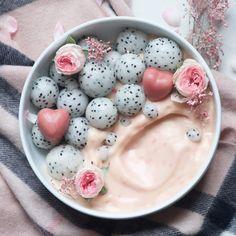 Raspberry mango smoothie bowl-alpha foodie