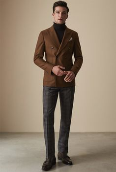Double-breasted blazers can be as smart or casual as you like, a versatile piece of outerwear suitable for both work and play. Blazer Outfits Men, Stylish Mens Outfits, Indian Men Fashion, Mens Fashion Suits, Double Breasted Suit Men, Look Man, Brown Suits, Winter Mode, Mens Clothing Styles