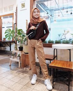 Style Hijab Remaja Kurus 58 Ideas For 2019 Hijab Casual, Ootd Hijab, Hijab Chic, Modern Hijab Fashion, Street Hijab Fashion, Muslim Fashion, Korean Fashion, Fashion Outfits, Baggy Pants Outfit