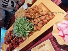 DAY3 [160612]  🐣🐤🐦🐔 홍대 노랑통닭   #플과자가자 made in seoul #whenatwoawesomeladygotoseoulPJ