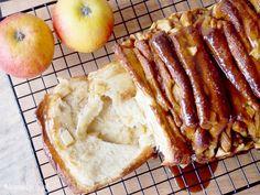 ciasto do odrywania z jabłkami i karmelem/ caramel apple pull apart bread Baking Recipes, Dessert Recipes, Brunch Recipes, Bread Recipes, Tasty Bread Recipe, Delicious Desserts, Yummy Food, Pull Apart Bread, English Food
