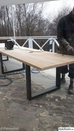 Glass veranda, turn of the century, construction of long tables There are several things Pergola Attached To House, Wooden Dining Tables, Deck Furniture, Natural Home Decor, Diy Pergola, Pergola Kits, Table Legs, Diy Wood Projects, Outdoor Living
