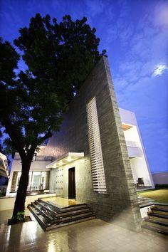 Dipen Gada & Associates, The Wall House