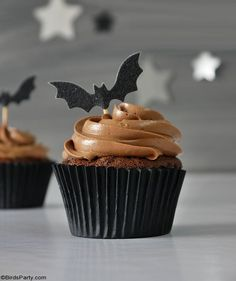 Halloween Chocolate Cupcakes with Fondant Ghost Toppers - quick and easy homemade recipe that is also delicious to make with the kids at home! by BirdsParty.com @birdsparty #halloweencupcakes #halloweenrecipe #halloweendessert #halloween #ghostcupcakes #fondantghost #halloweendessert #halloweenfood Fondant Toppers, Fondant Cupcakes, Chocolate Cupcakes, Halloween Chocolate, Halloween Desserts, Halloween Party, Low Sugar Recipes, Dairy Free Recipes, Retro Recipes