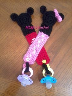 Ravelry: Mickey & Minnie Mouse Pacifier Holder pattern by Ariana Meza Crochet Gifts, Crochet Toys, Crochet Baby, Crotchet, Knitting Projects, Crochet Projects, Crochet Pacifier Holder, Crochet Disney, Mickey Minnie Mouse