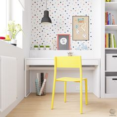Above the built-in desk is a fun polka-dot paper. A black pendent stands out against the print and helps illuminate the desk for late-night reading. #kids #desk #stud