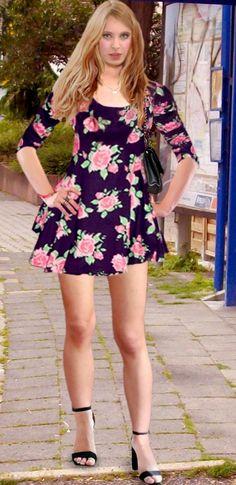 767e739597d2 Juli 2017 MKK im Floral-Skaterdress Blumen Skaterkleid, Pumps, Karriere,  Sexy Kleider
