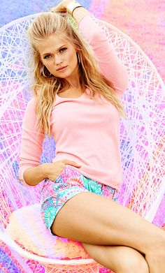 Lilly Pultizer Callahan Short in Oh Shello. Preppy Girl, Preppy Style, My Style, Pretty Clothes, Pretty Outfits, Cute Outfits, Lilly Pultizer, Lilly Pulitzer Prints, Clear Spring