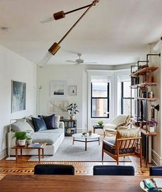 Small Living Room Vintage - Comfy Small Apartment Living Room Decorating Ideas on A Budget. Small Living Room Design, Small Apartment Living, Simple Living Room, Small Living Rooms, Small Apartments, Modern Living, Small Spaces, Living Room Furniture, Living Room Decor