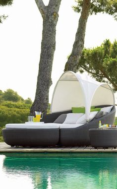 Social, intimate, private, relaxing. The Eclipse Lounger by Gloster is just about anything you want it to be.