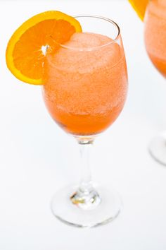 This frozen aperol spritz cocktail is a super-refreshing summer drink that will remind you of being in Italy. Cocktail And Mocktail, Cocktail Recipes, Cocktails, Prosecco Sparkling Wine, Spritz Recipe, Refreshing Summer Drinks, Tipsy Bartender, Orange Aesthetic, Slushies