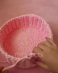 Для продуктивных выходных еще один узор в копилку👌 ___ Плотный, фактурный, идеальный для больших корзин💪 ___ За видео спасибо 💐 ___ darya_yarn_полезное macarooons_yarn macarooonsyarn трикотажнаяпряжамосква трикотажнаяпряжа учувязать вяжукрючком Crochet Bowl, Crochet Basket Pattern, Quick Crochet, Knit Crochet, Crochet Patterns, Crochet Basket Tutorial, Crochet Baskets, Crochet Crafts, Crochet Projects