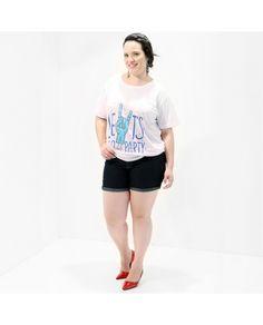 Camiseta Feminina Let´s Go Party #PlusSize  Camiseta em malha mista;  Com motivo divertido, fundo branco;  Estampa exclusiva;   Uma camiseta super alto astral. Estas camisetas têm a energia de deixar você feliz.  Que a felicidade venha para todos nós, inclusive para vocês!   Marca VICKTTORIA VICK  Composição Têxtil:  95% Poliester 05% Elastano  #camisetaplussize #camisetaastral