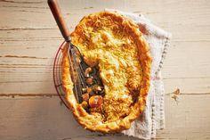 Pie is een ovengerecht met een dakje van deeg. In dit geval vers bladerdeeg - Recept - Allerhande