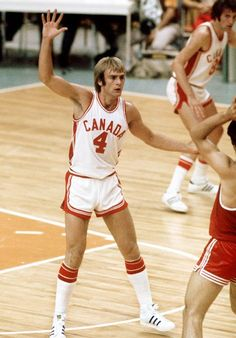 Alexander Devlin du Canada participe au basketball aux Jeux olympiques de Montréal de 1976. (Photo PC/AOC)