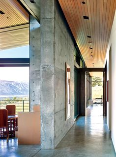 concrete-houses Wyoming Residence Modernes Haus in Jackso Concrete Architecture, Modern Architecture House, Modern House Design, Architecture Design, Gothic Architecture, Sustainable Architecture, Residential Architecture, Concrete Houses, Concrete Floor