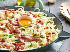 Authentic Spaghetti Carbonara Recipe, Spagetti Carbonara, Carbonara Recept, Good Healthy Recipes, Healthy Cooking, Bolognese, Italian Pasta Recipes, Honey Garlic Chicken, Risotto
