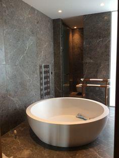 marble tile polished Tiny Bathrooms, Guest Bathrooms, Rustic Bathrooms, Modern Bathroom, Bathroom Ideas, White Bathroom, Small Bathroom, Master Bathroom, Travertine Countertops