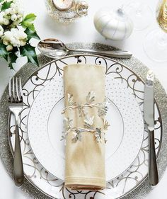 Fine Dining | Festive decorating and entertaining ideas that are simple to pull together.