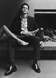 Young David Gandy - IF you find one of these that will do this without asking . Couple Photography, Photography Poses, Romantic Couples Photography, Daddy Aesthetic, Photo Grid, Fotos Goals, David Gandy, Gentleman Style, Dapper Gentleman