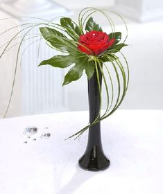 Flowers Unique Ikebana Ideas For 2019 Beautiful Bouquet Of Flowers, Unusual Flowers, Amazing Flowers, Beautiful Flowers, Send Flowers, Romantic Flowers, Simple Flowers, Valentine Flower Arrangements, Unique Flower Arrangements