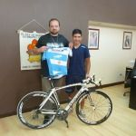 Deportes entregó bicicleta a Navarro