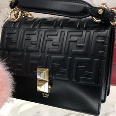 How to locate Gucci, Chanel, and Celine handbags at a discount than retail! Or use my breakdown of the best designer purse dupes to score the equal luxury look. Luxury Purses, Luxury Bags, Luxury Handbags, Fashion Handbags, Fashion Bags, Fashion Purses, Fashion Clothes, Fashion Fashion, Runway Fashion