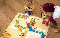 Mit Figuren aus kuschelweichem Fleece macht das Spielen doppelt Spaß – auch wenn man mal rausgeworfen wird.