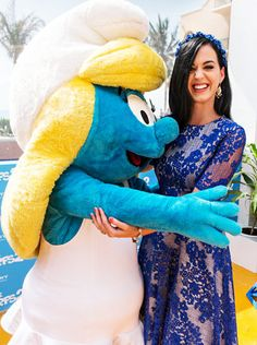 A Smurfette (no need to mention the color blue here) and a Mexican-mantilla blued Katy Perry? I'm in!!!