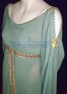 The Costumer's Guide to Movie Costumes: Keira Knightley's gown from King Arthur Sleeves Designs For Dresses, Sleeve Designs, Hollywood Costume, Kurta Designs Women, Stylish Dress Designs, Crazy Outfits, Medieval Costume, Movie Costumes, Mode Hijab