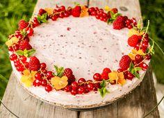 Nepečené a rýchle dezerty či koláče sú v tomto horúcom období vítané a obľúbené. Jedným z takých koláčikov je aj nepečený cheesecake. Výhodou je skutočne rýchla a jednoduchá príprava, surovinová ne…