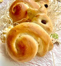Rezept für Osterhasen aus Hefeteig. Osterhasen aus Hefeteig backen. Schön flaumig und saftig - perfekt für das Osterfrühstück! #Ostern #Osterhase #Hefeteig #Osterfrühstück