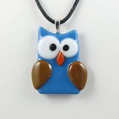 Owl pendant. I bet I could make this with polymer clay :)