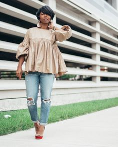 🙋🏽I had a lot of ladies ask about this top.I added a link to shop it in my Insta stories! Look Fashion, Girl Fashion, Autumn Fashion, Fashion Outfits, Womens Fashion, Fashion Design, African Wear, African Dress, African Fashion
