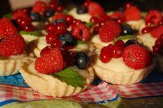 Katčina báječná kuchyně: Linecké košíčky s vanilkovým krémem a ovocem