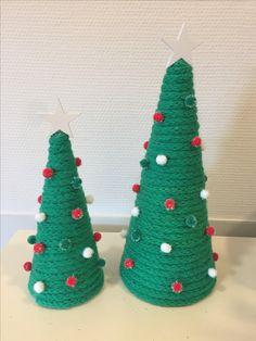 Punniken kerstboompjes met pompons