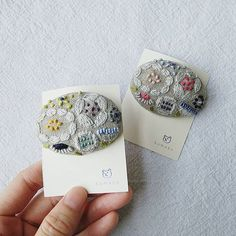 Embroidery On Clothes, Wool Embroidery, Modern Embroidery, Hand Embroidery Designs, Embroidery Stitches, Textile Jewelry, Fabric Jewelry, Jewellery, Fabric Crafts