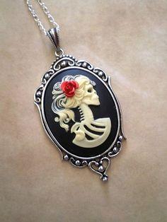 skull portrait necklace