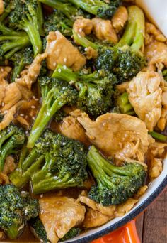 SKINNYTASTE—Chicken and Broccoli Stir-Fry made with lean white meat and lots of broccoli in a ginger and garlic stir-fry sauce that's an easy and quick weeknight meal or the perfect meal prep recipe for easy lunches all week long. Asian Recipes, Healthy Recipes, Delicious Recipes, Healthy Chinese Recipes, Recipe Tasty, Broccoli Recipes, Broccoli Chicken, Chicken And Broccoli Chinese, Sides For Fried Chicken